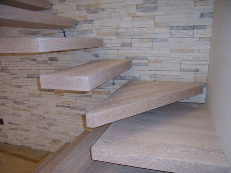 Materiali per scale interne. i materiali tra cui legno acciaio