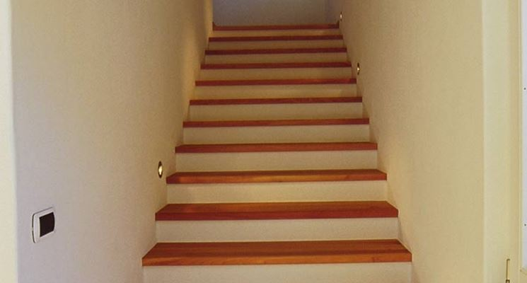 gradini in legno massiccio