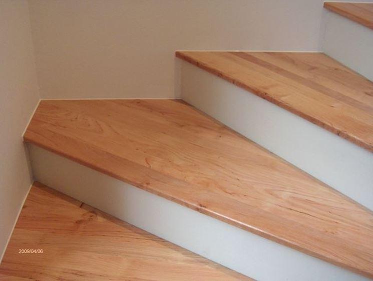 ... in legno - Scale e ascensori - Installazione di scalini in legno