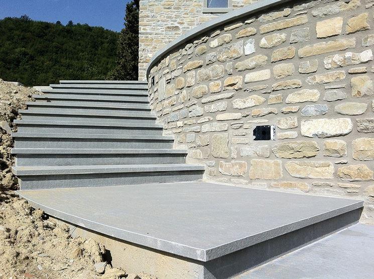 Materiali per gradini in pietra scale e ascensori - Scale per esterno in muratura ...