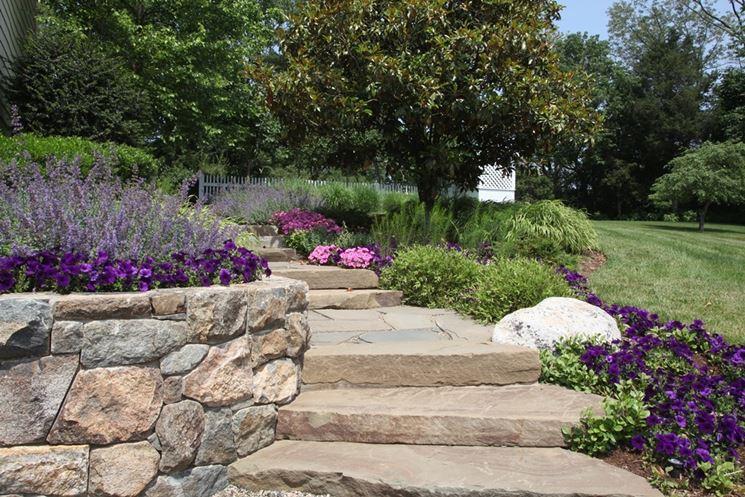 Esempio di scale a secco in pietra