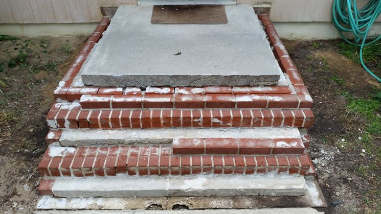 Lunga scala in cemento