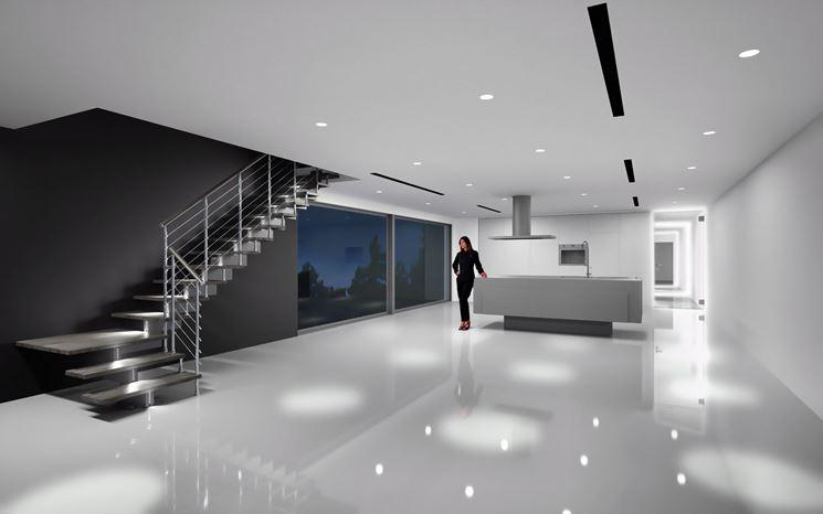 Una scala autoportante in un appartamento