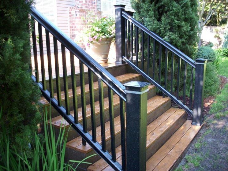 Vantaggi delle ringhiere in legno scale e ascensori - Ringhiere scale esterne ...