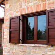 Un bellissimo esemplare di finestra in legno