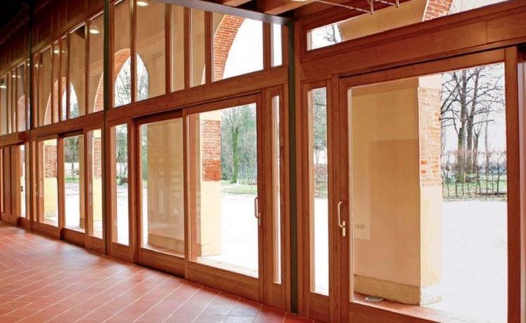 Ampia finestratura in legno