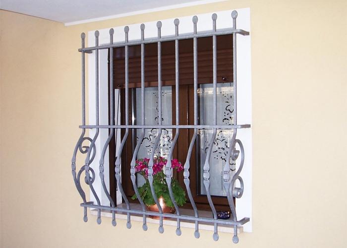 Montare le inferriate le finestre montare le inferriate for Finestre per case in stile artigiano