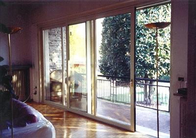 Montare una porta finestra scorrevole le finestre come - Finestre scorrevoli in vetro ...