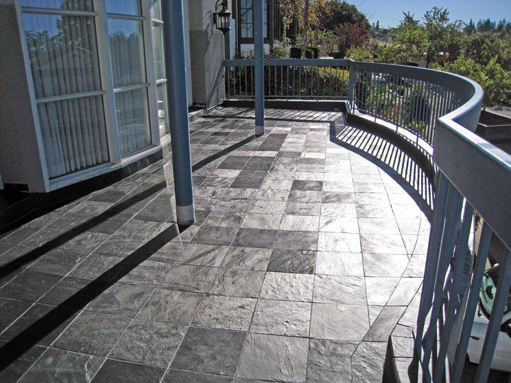 Tipologie di mattonelle per esterno le mattonelle for Exterior floor tiles design kerala