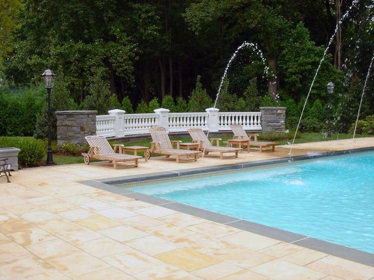 mattonelle bordo piscina