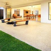 L'arredamento della casa inizia dall'esterno    Fonte: www.alphariskmgmt.com