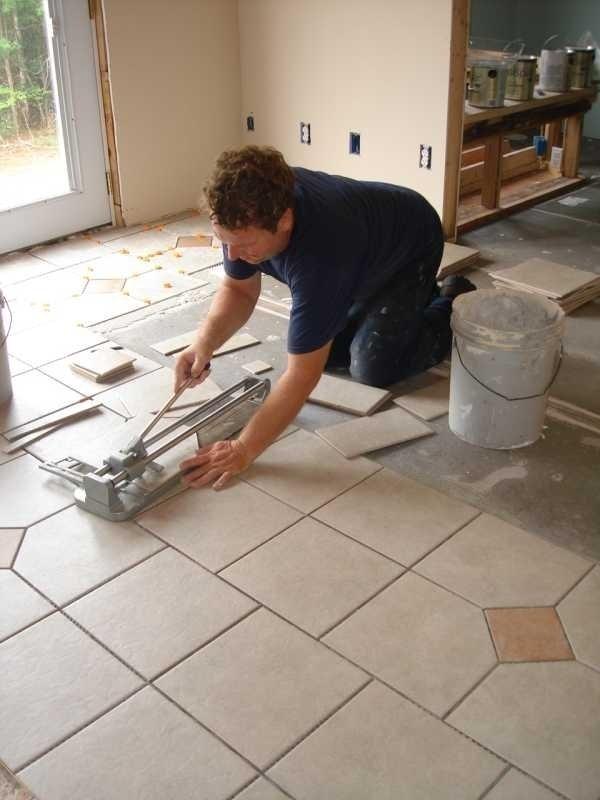 Come piastrellare le piastrelle come piastrellare - Piastrellare su pavimento esistente ...