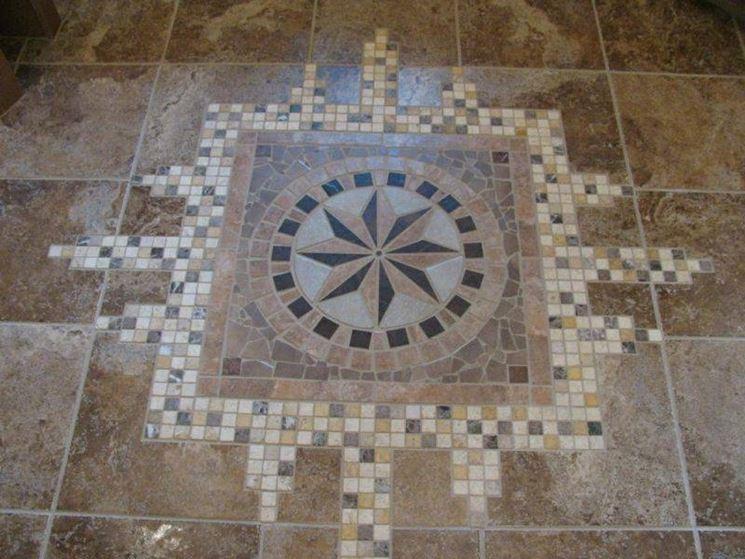 Piastrelle mosaico e grandi