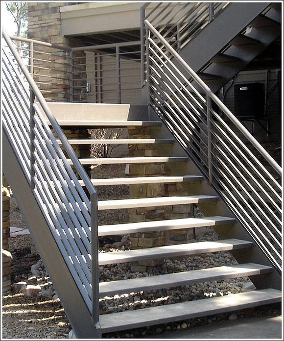 Gradini le piastrelle materiali e piastrelle for Exterior steps design