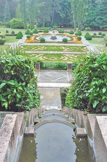 Esempio artistico di pavimentazione giardino