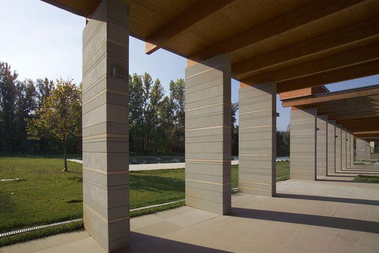 Rivestimento esterno in pietra serena e legno