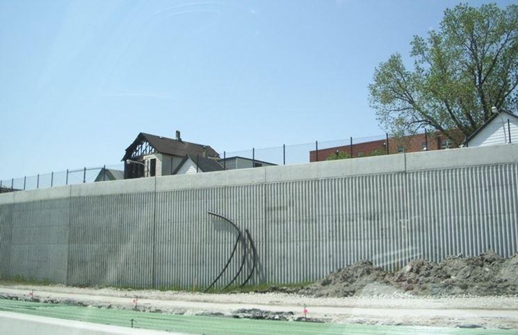 Muro di recinzione a faccia vista