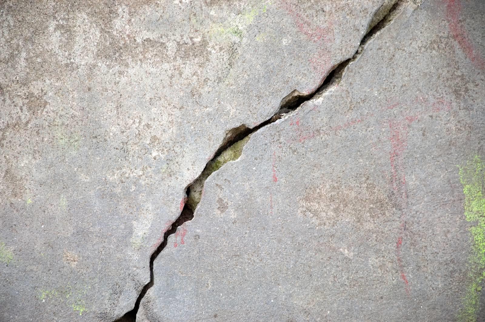 Come coprire le crepe sui muri