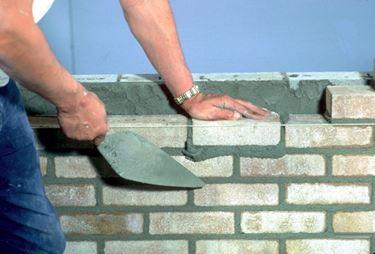Realizzazione di una muratura con malta
