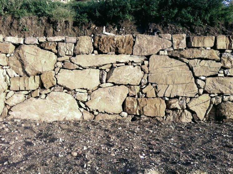 Muro in pietra calcarea