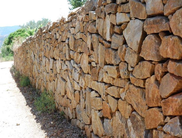 La costruzione di un muro a secco