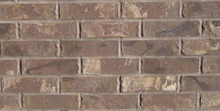 Esempio di un muro in mattoni pieni