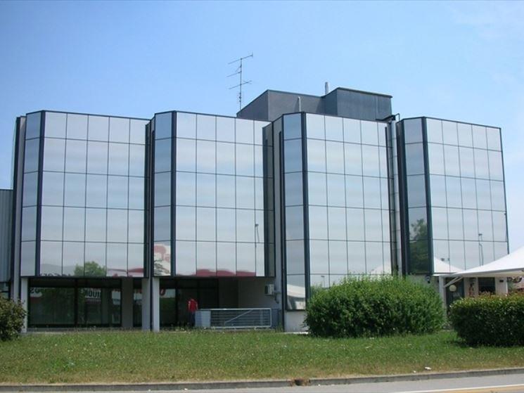 Edificio con pellicola oscurante