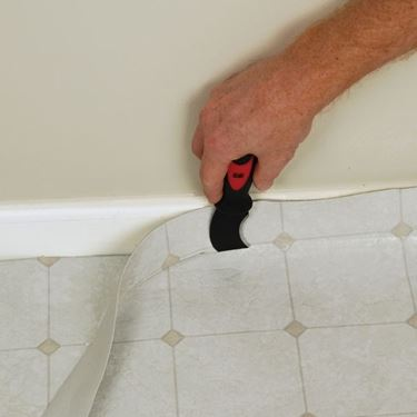 Rifilatura del pavimento in linoleum