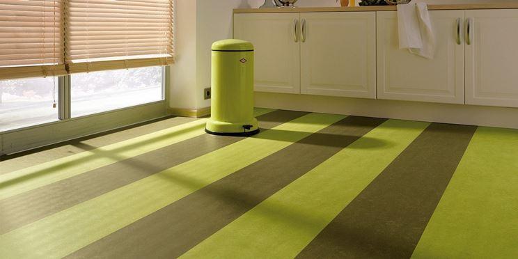 Un colorato pavimento di linoleum