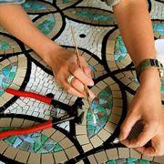 La posa tradizionale del mosaico