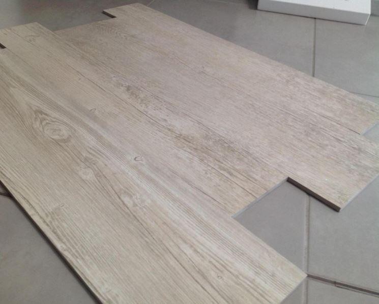 Listelli in gres porcellanato effetto legno