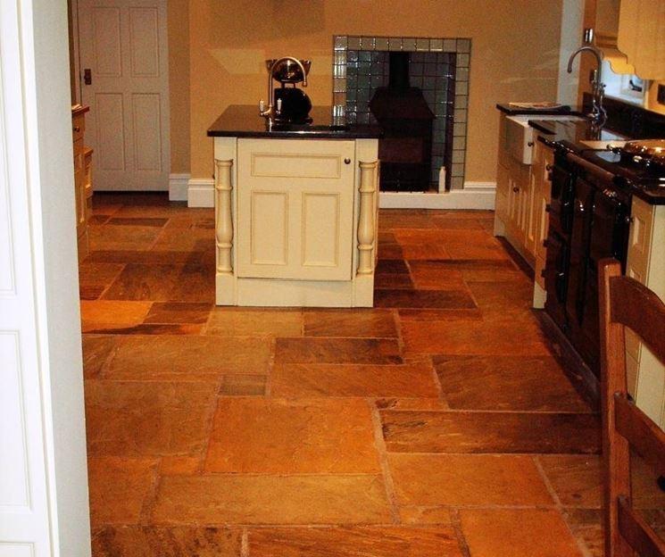 Pavimento rustico da cucina in arenaria