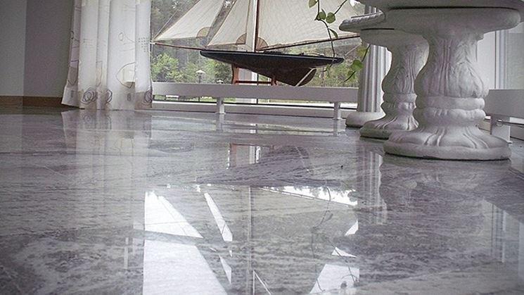 Raffinato pavimento in marmo