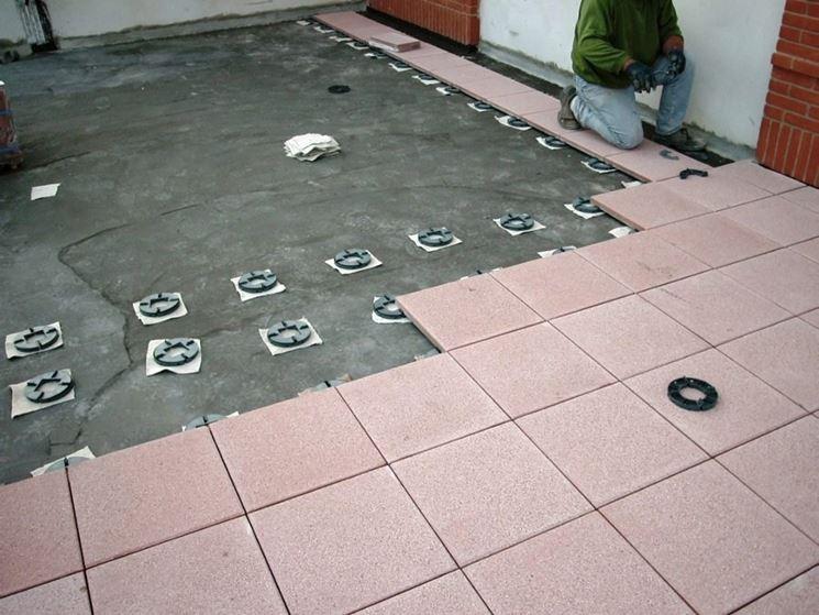 come montare le piastrelle per balcone