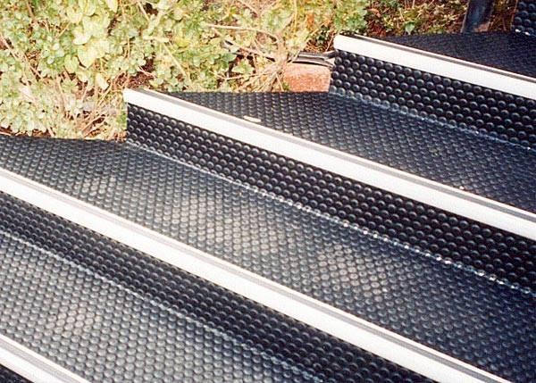 Pavimenti in gomma per esterni pavimento da esterni for Pavimento esterno antiscivolo