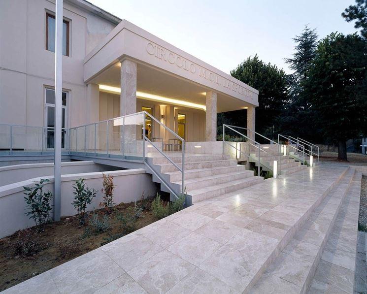 Rivestimenti in pietra per esterni pavimento da esterni for Progettazione esterni