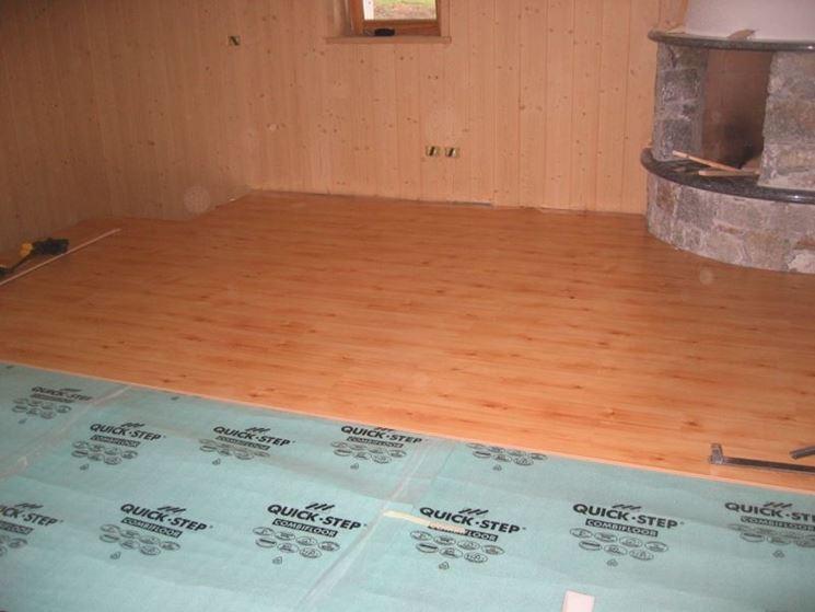 Pavimento in laminato prezzi idea creativa della casa e for Design del pavimento domestico
