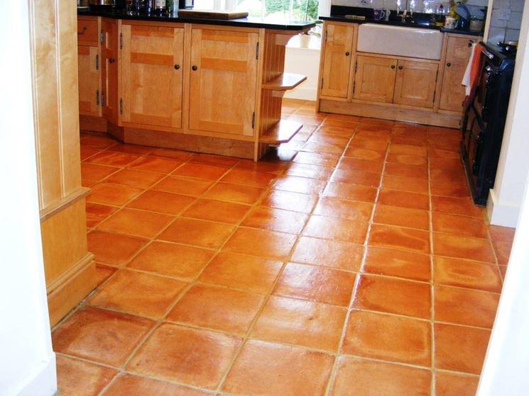 Eseguire il trattamento al cotto pavimento da interni eseguire