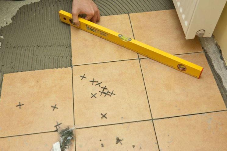 Esempio di procedimento di piastrellatura pavimento interno