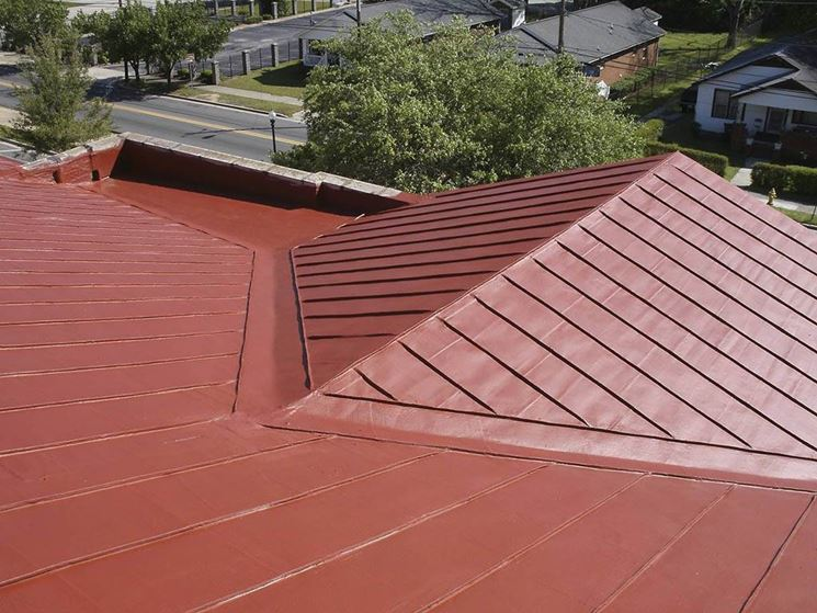 Particolare di tetto in plastica (www.lexiscoatings.com)