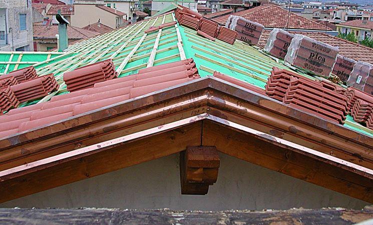 Casa moderna roma italy come costruire un tetto in legno for Montaggio tetto in legno ventilato