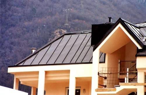 Pregi e difetti tetti in alluminio il tetto i for Tipi di abitazione