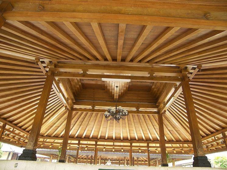 Tetto in legno lamellare a forma piramidale