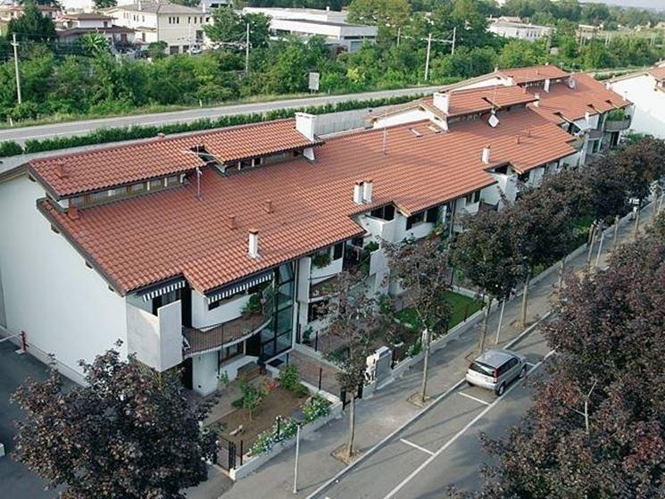Una casa con tetto di tegole portoghesi