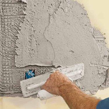 La riparazione di un'intonacatura danneggiata