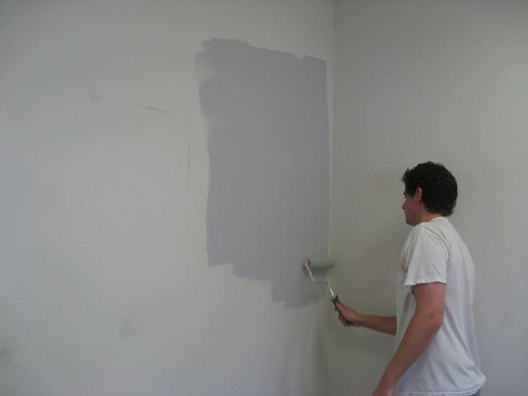 Stesura della pittura con il rullo