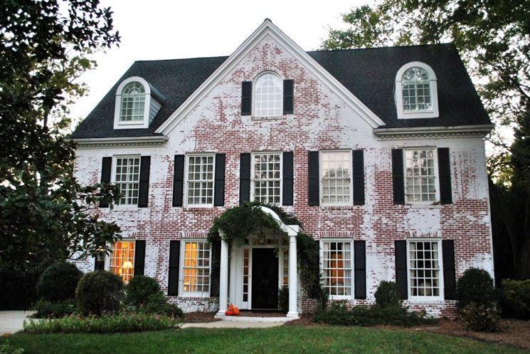 Faccia di una casa da tinteggiare