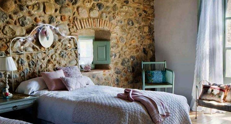 Realizzare pareti in pietra le pareti lavori fai da te realizzare pareti in pietra - Rivestimento parete camera da letto ...