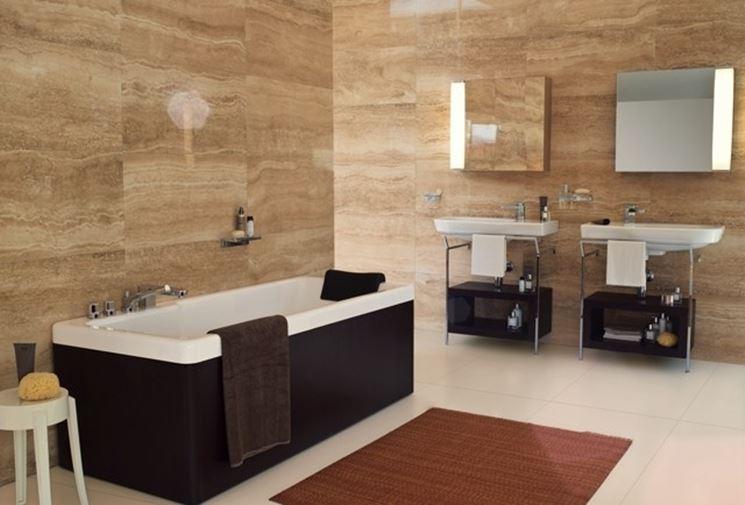 bagno rivestito in gres porcellanato