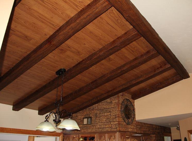 Taverna con travi in finto legno